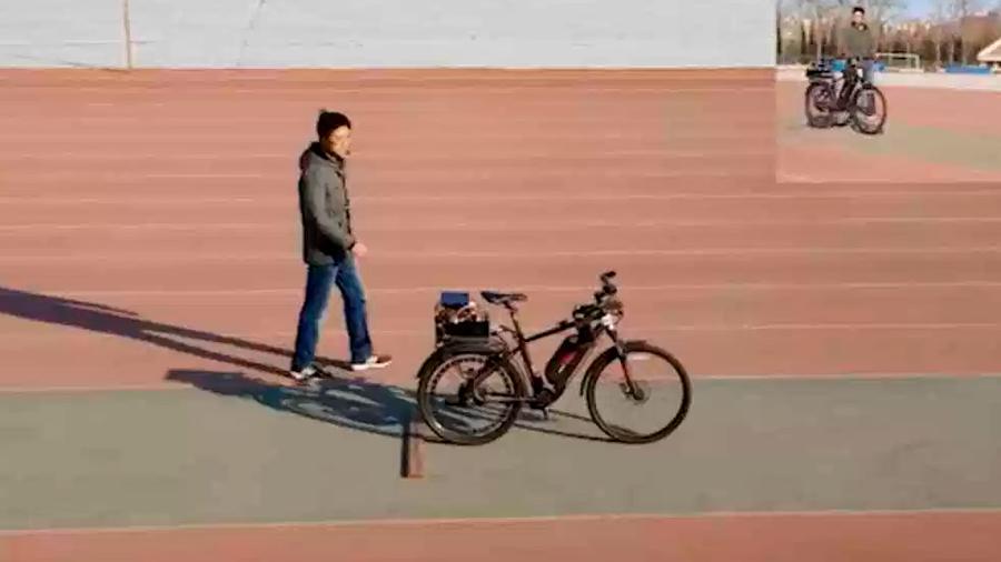 Científicos chinos crean chip que es capaz de 'manejar' una bicicleta