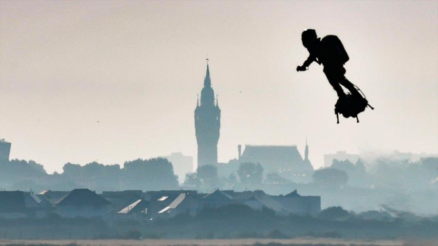 """Mira al """"hombre volador"""" cruzar el Canal de la Mancha -en su segundo intento"""