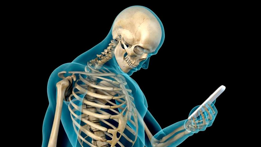 La base del cráneo humano está cambiando por el uso prolongado de los dispositivos móviles