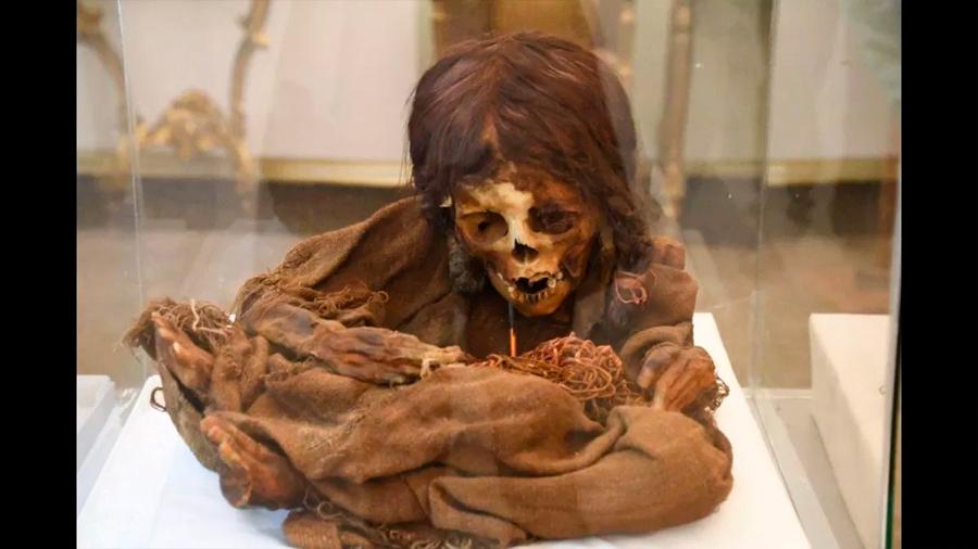 EU devuelve a Bolivia una preciada momia Inca luego de más de un siglo