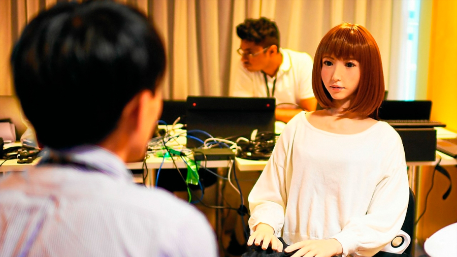 "Estudio revela que el cerebro muestra ""inquietud"" si robots asemejan humanos"