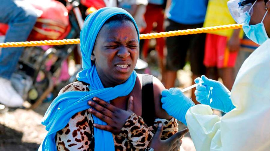 Dos fármacos contra el ébola testados en el Congo muestran una supervivencia del 90%