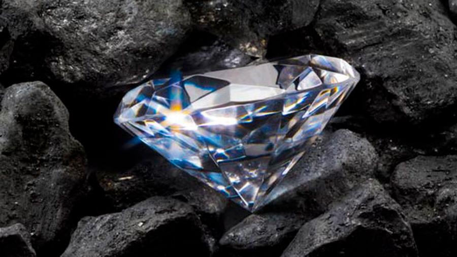 Demuestran la existencia de un depósito de diamantes en el interior de la Tierra tan antiguo como la Luna