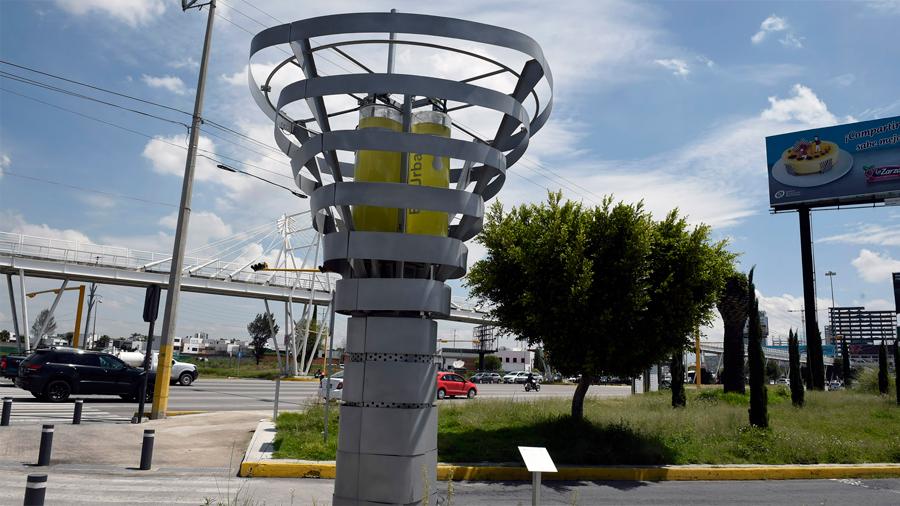 Crean mexicanos árboles artificiales que absorben la contaminación y devuelven aire limpio