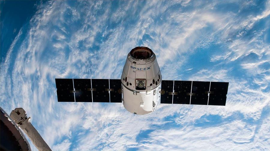 SpaceX Dragon aterriza con éxito en la Tierra después de haber recogido muestras científicas de la ISS
