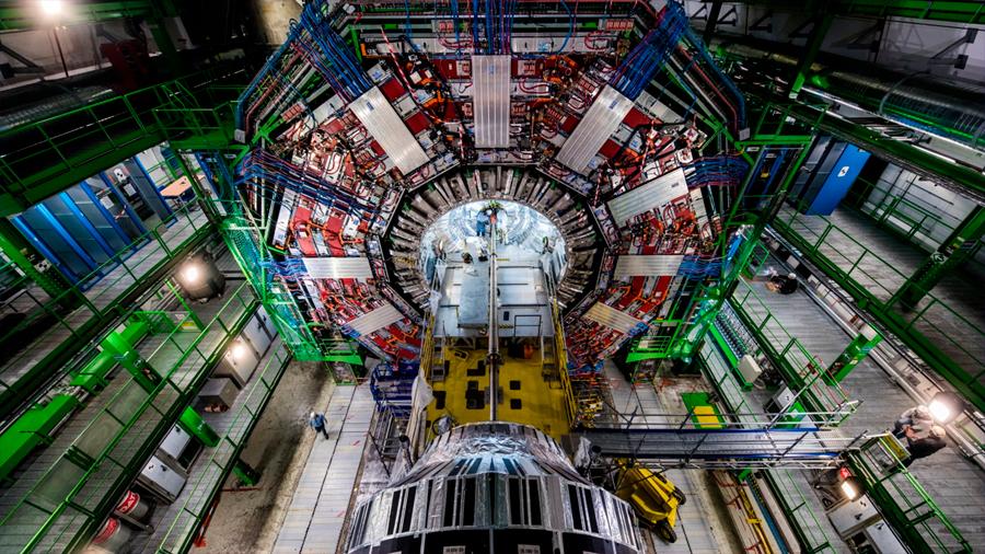 El connotado astrofísico Martin Rees, profesor en Cambridge, cree que el CERN podría destruir la Tierra
