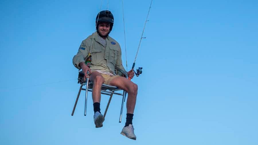 En Australia, a alguien se le ocurrió ponerse a pescar colgado desde un dron