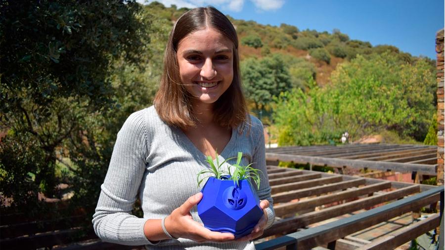 Agencia Espacial Europea premia a una estudiante española por su diseño de maceta lunar