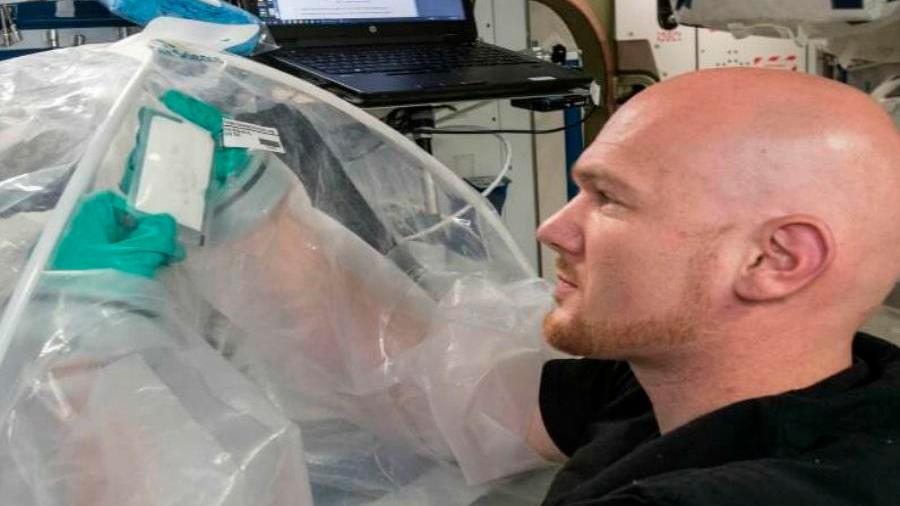 Astronautas de la NASA consiguen producir cemento en el espacio