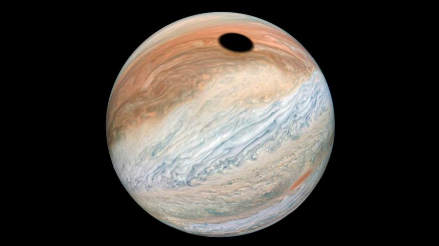 Captan extraña mancha negra en Júpiter; NASA lo explica