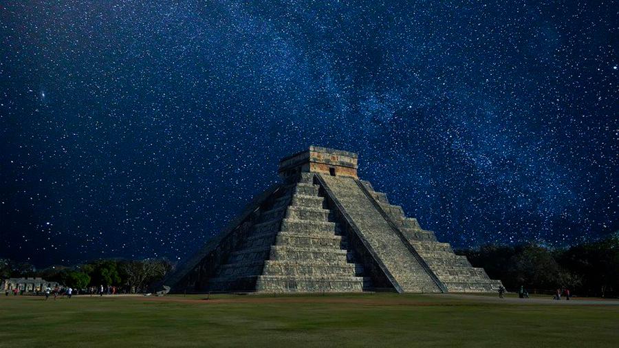 Descubren pirámide y juego de pelota ocultos por una selva en Yucatán