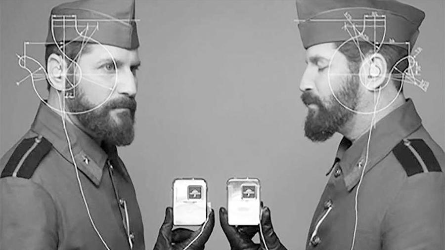 Mellizos sordos logran en un móvil convertir lo que la otra persona dice en texto de pantalla