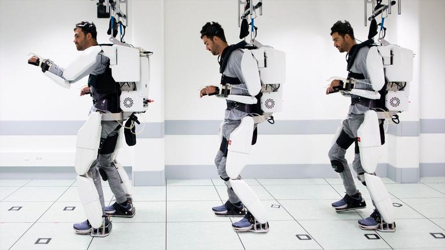 Con innovador exoesqueleto un hombre paralítico movió sus cuatro extremidades vía estímulos mentales
