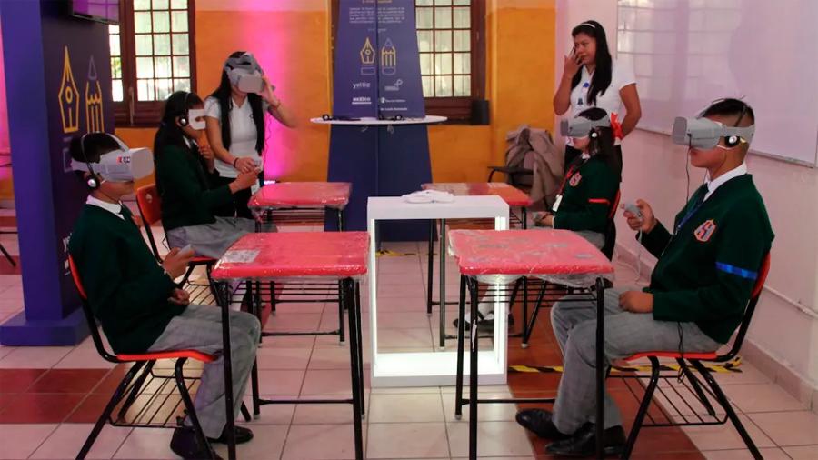 Gobierno mexicano y Facebook firman convenio para combatir bullying en las escuelas con realidad virtual