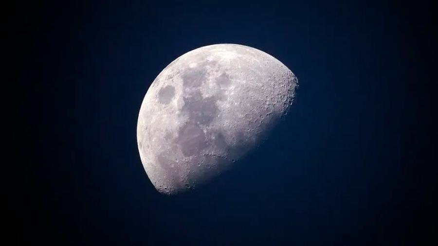 El polvo lunar está lleno de oxígeno y descubren la manera de extraerlo