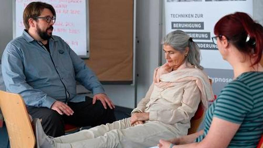 Médicos alemanes usan con éxito hipnosis en servicio de urgencias