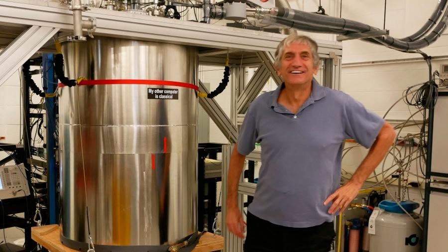 """""""Estamos muy emocionados por haber construido un ordenador cuántico que funciona bien"""": John Martinis, jefe 'hardware' de Google"""