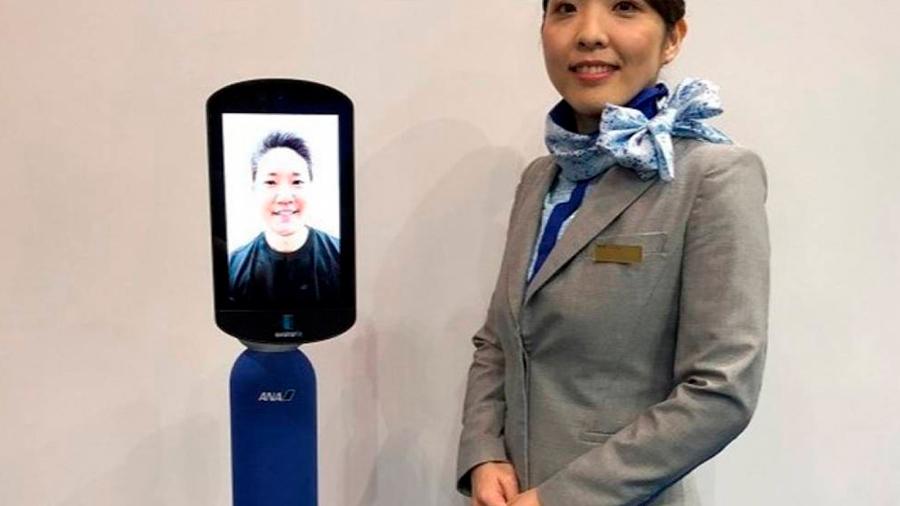 """Robots de las aerolíneas japonesas permitirán que los ancianos """"viajen"""" desde casa"""