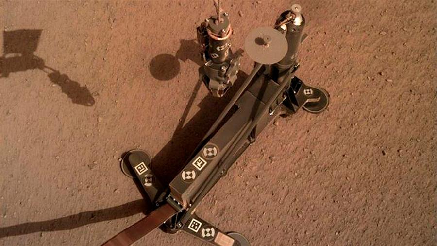 La sonda InSight presionó su taladro con una pala y reanudó la perforación en Marte