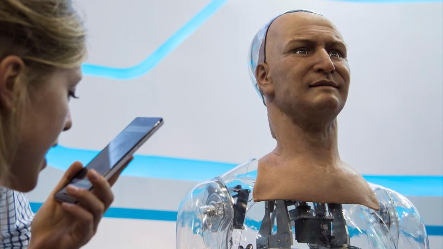 Una empresa ofrece 115,000 euros por poner tu cara en un ejército de robots