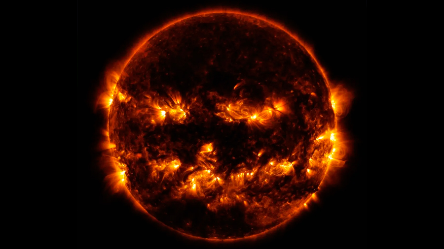 NASA muestra al Sol como una gran calabaza de Halloween