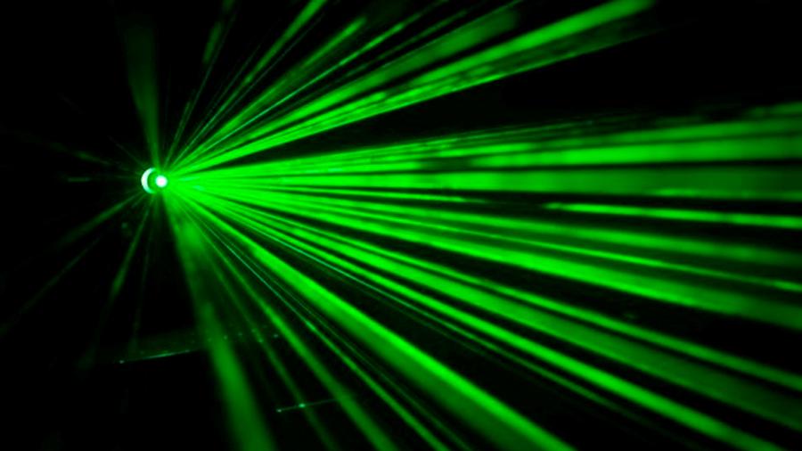 Descubren que se pueden dar órdenes silenciosas a altavoces inteligentes con un láser