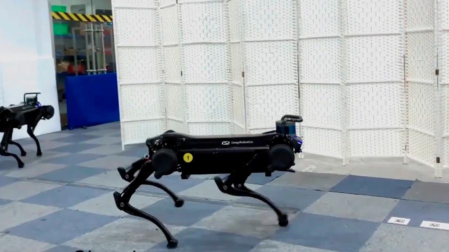 Un perro robot chino mejora sus habilidades y sabe dónde recargarse