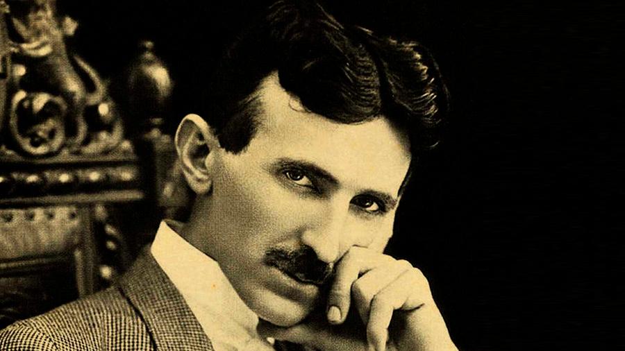 Tesla, todo un adelantado: predijo 100 años antes el celular, como el Wifi y los drones