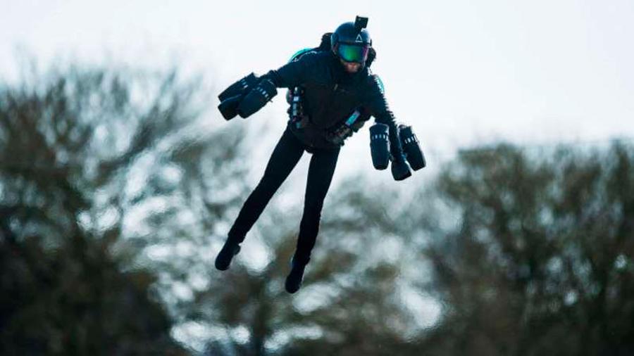 """El """"Iron Man"""" del mundo real despega desde un portaviones"""