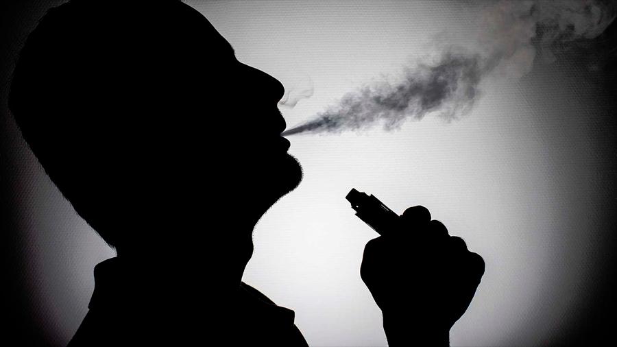 Descubren una nueva enfermedad pulmonar grave causada por el vapeo