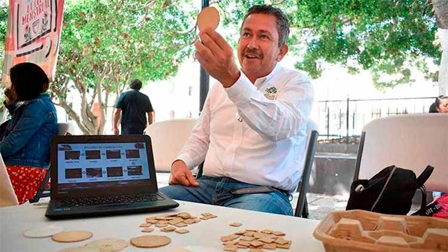 Mexicano doctorando en Ciencias Ambientales crea material biodegradable de la fibra y la cáscara de plátano