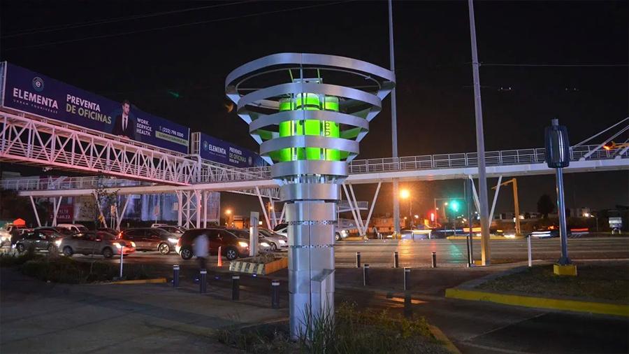 Estrenan torre que limpia el aire en la ciudad mexicana de Monterrey