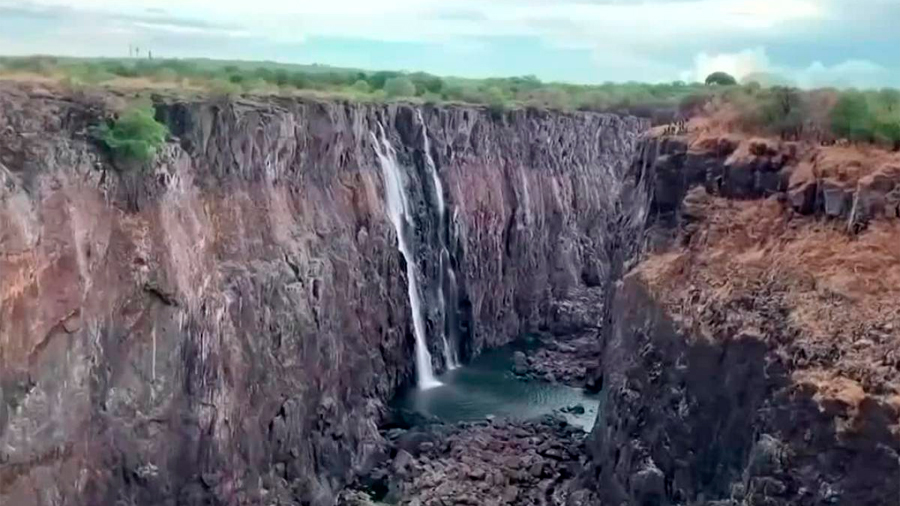 Sequía en África deja a cataratas de Victoria con apenas gotas de agua