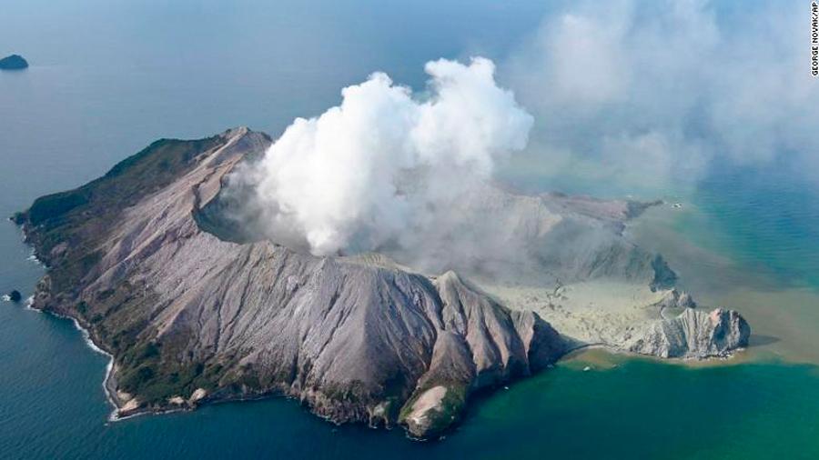 Al menos 6 muertos y 8 desaparecidos tras la erupción del volcán más activo de Nueva Zelanda
