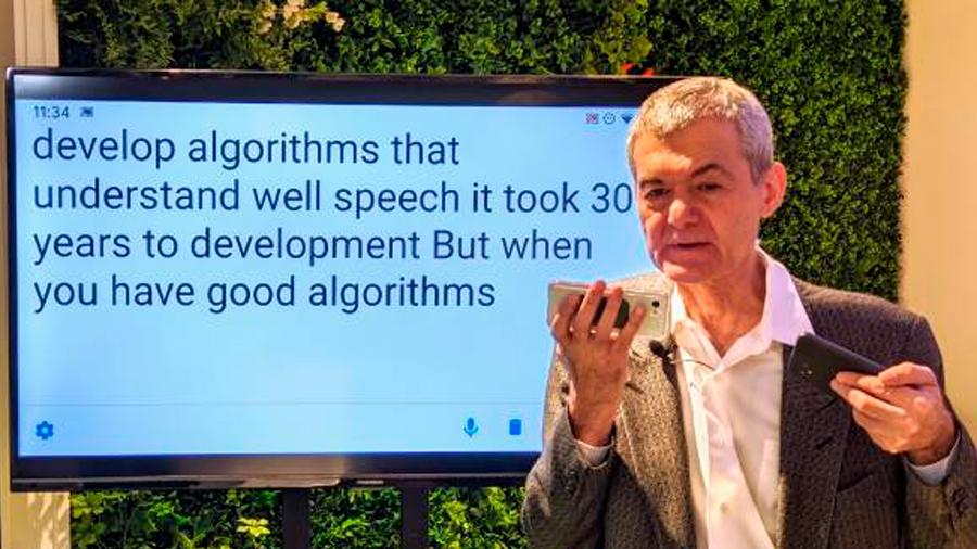 Científico de Google con dificultades en el habla crea herramienta que transcribir al momento lo que dice