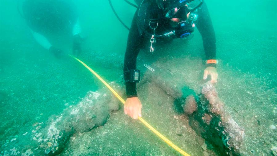 Hallan dos anclas en el sitio donde desembarcó Hernán Cortés en México