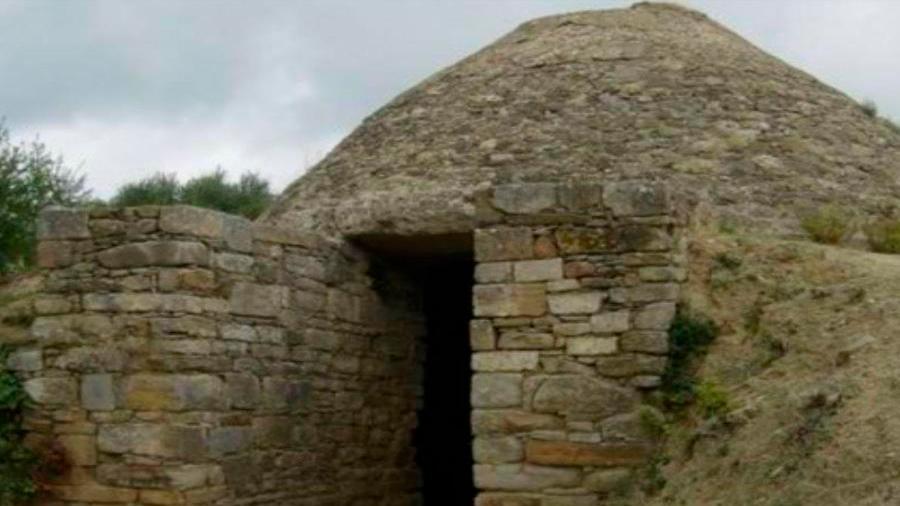 Hallan dos tumbas en Grecia de hace 3,500 años cubiertas de oro