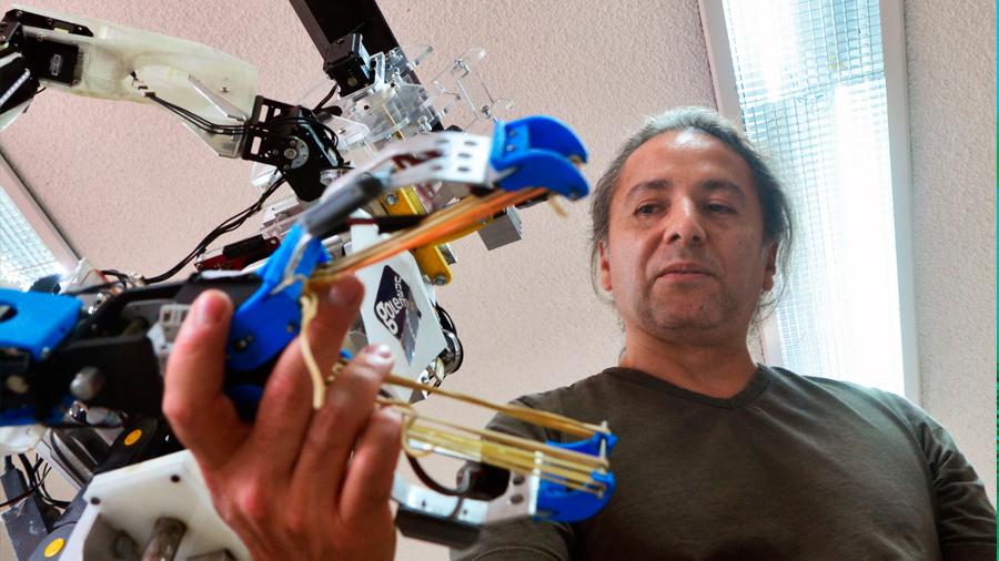 Crea empresa incubada en la UNAM robot capacitado para ser vendedor estrella