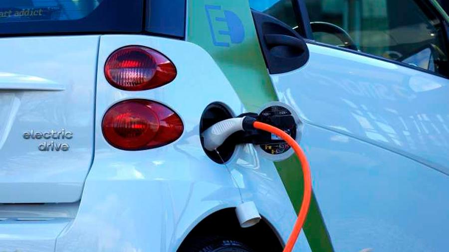 Una batería permite a un coche eléctrico conducir 1,000 kilómetros sin parar a 'repostar'