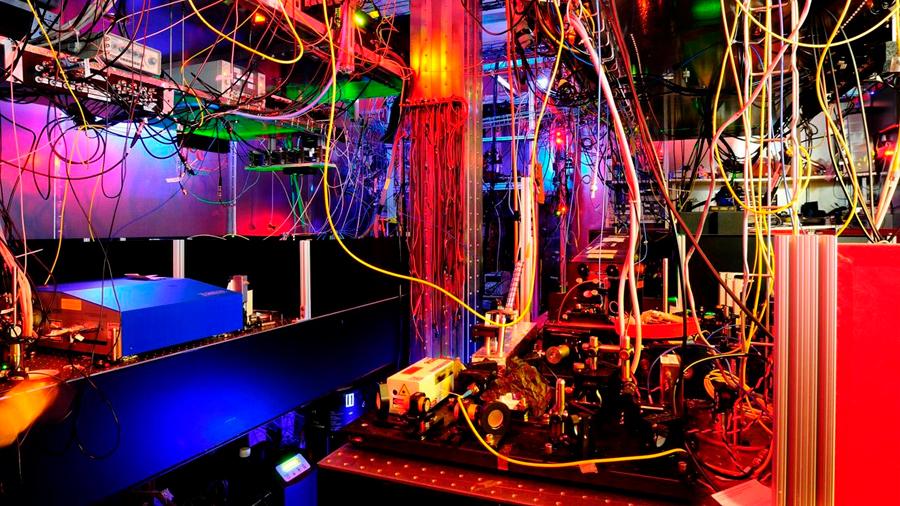 Usan francio, elemento muy radiactivo y reactivo, para estudiar una de las fuerzas del universo
