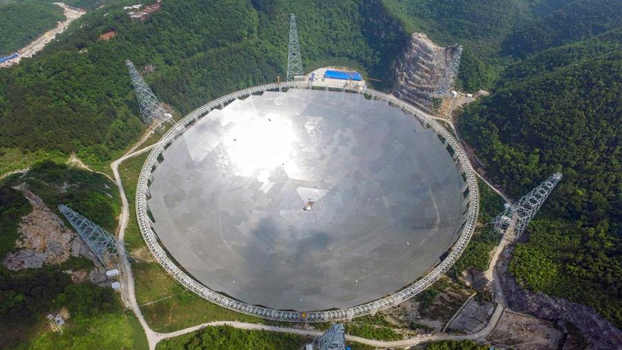 Comienza a operar el radiotelescopio más grande del mundo en China