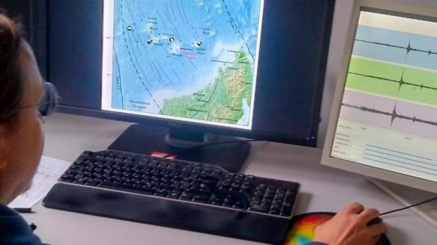 Una secuencia de señales precede a la aparición de un volcán submarino