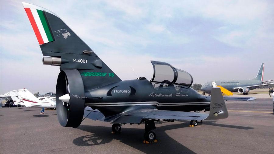 Presentan el primer avión militar diseñado por mexicanos