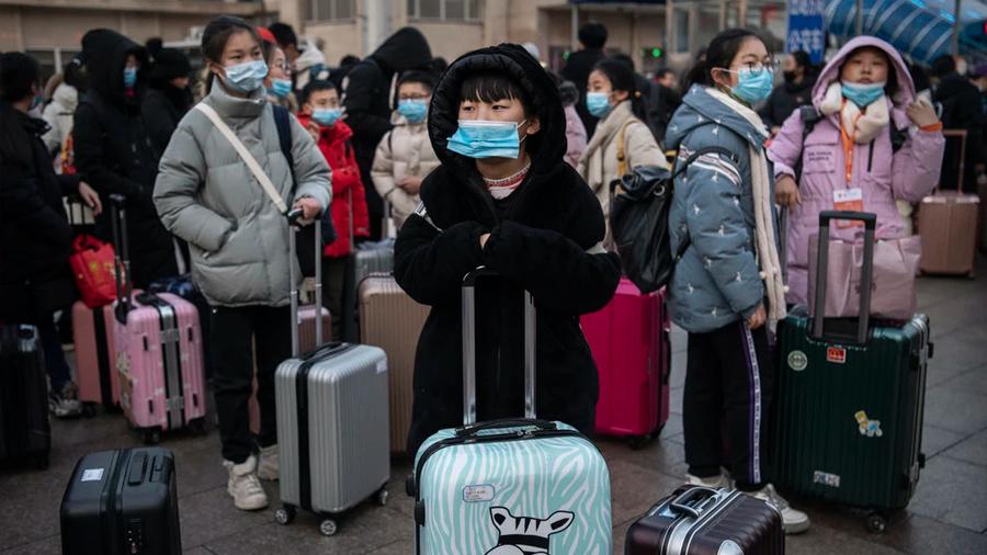 China silencia a quienes critican el brote del mortal virus y se desvían de la línea oficial