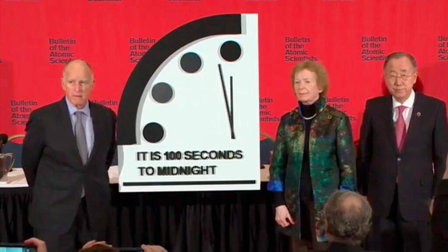 """Científicos adelantan """"reloj del juicio final"""": Quedan sólo 100 segundos para la destrucción del planeta"""