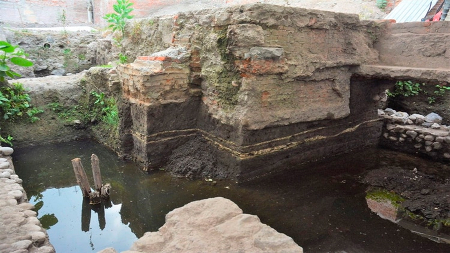 Descubren un temazcal prehispánico que estuvo oculto por siglos en el centro de la CDMX