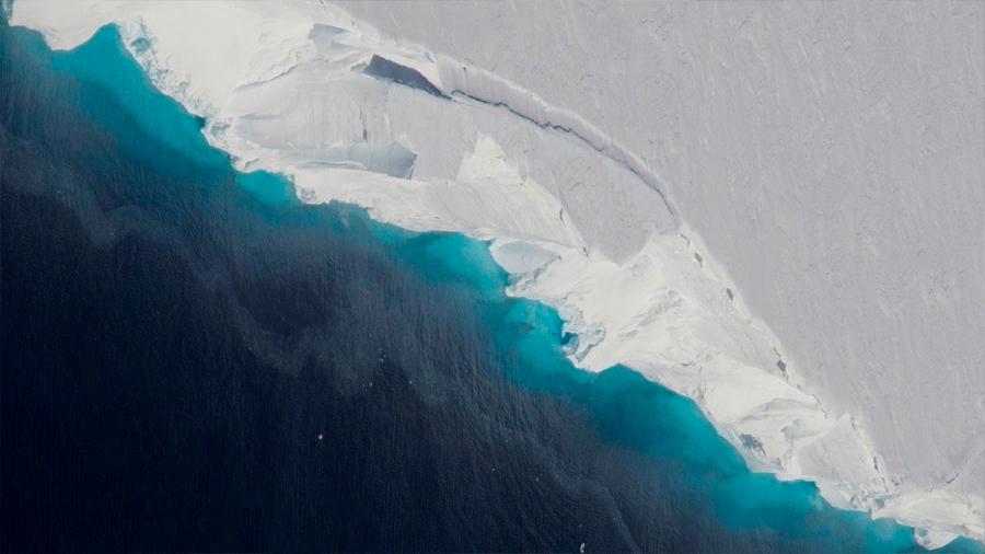 """Científicos advierten que un glaciar antártico del tamaño de Reino Unido es """"el más peligroso del mundo"""""""