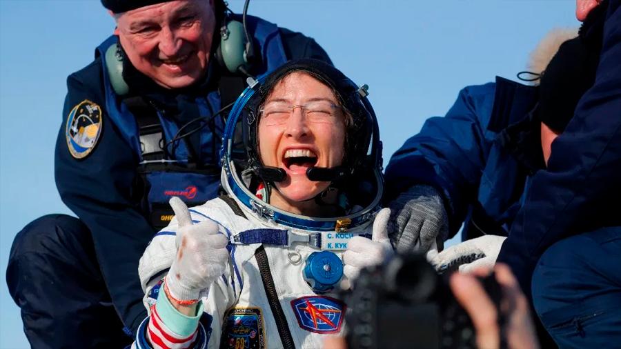 Christina Koch regresa a la Tierra tras casi un año en el espacio