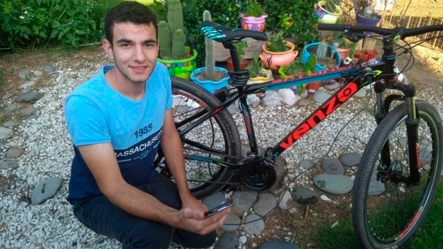 Joven argentino inventa el modo en que una bicicleta cargue batería del celular al pedalear