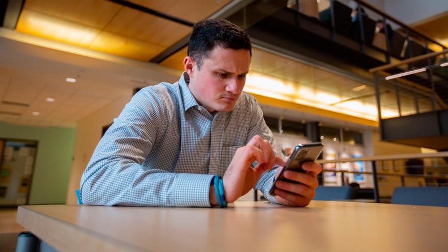 La sola presencia del móvil afecta a nuestro pensamiento